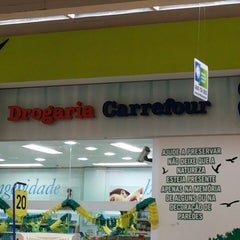 Photo taken at Carrefour Drogaria by Victor Hugo mm t. on 5/2/2014