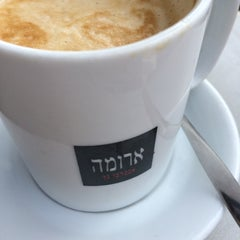 Photo taken at Aroma (ארומה) by Dafna M. on 3/25/2014