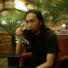 Photo taken at The Coffee Bean & Tea Leaf by Dede SP on 4/30/2013
