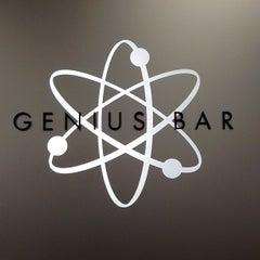 Photo taken at Apple Store, Chestnut Street by Noel C. on 9/25/2012