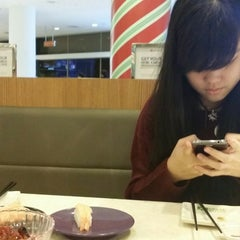 Photo taken at Sakae Sushi by Syuhada S. on 11/7/2014