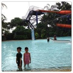 Photo taken at Pantai Mutiara Swimming Pool by Veronica K. on 7/3/2013