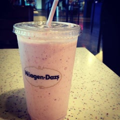 Photo taken at Häagen-Dazs Café by Pedro A. on 9/8/2013