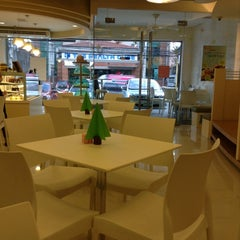 Photo taken at Bubble Tea by Rose Lyn Y. on 12/12/2012