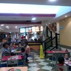 Photo taken at Burger King by Aldo L. on 7/2/2014
