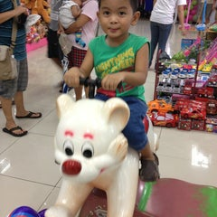 Photo taken at Lucky Gold Plaza by Karen R. on 3/11/2013