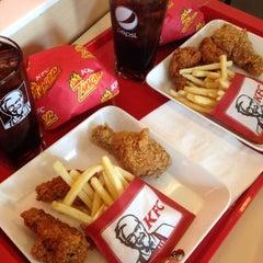 Photo taken at KFC (เคเอฟซี) by wee w. on 6/15/2015