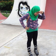 Photo taken at Youth Park Skate Park by Farahinfuad Y. on 5/12/2014