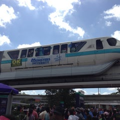Photo taken at Monorail Teal by Jorge B. on 5/28/2013