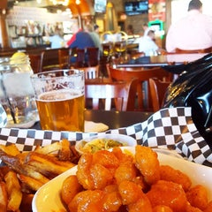 Photo taken at Lassen's Sports Bar & Grill by Fuzzy L. on 10/20/2015