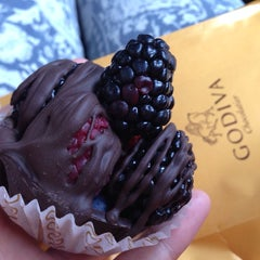 Photo taken at Godiva Chocolatier by Seulqui on 1/5/2014