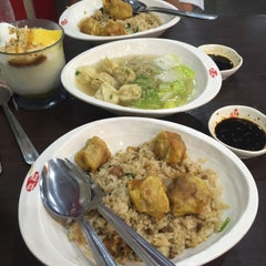 Photo taken at Chowking by Ricky F. on 6/12/2015