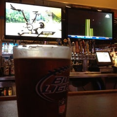 Photo taken at Pluckers Wing Bar by Justin V. on 9/15/2012