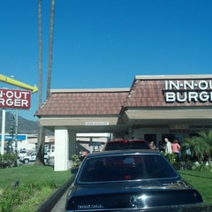Photo taken at In-N-Out Burger by Kristen W. on 1/2/2013