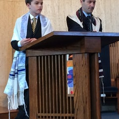 Photo taken at Temple Rodef Shalom by Vicki P. on 8/5/2014