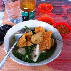Photo taken at Segitiga Erlangga Food Court by Arie R. on 10/7/2014