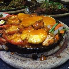 Photo taken at ภัตตาคาร ไออาต้า-พาต้า (Iata-Pata Restaurant) by NuTTo P. on 10/23/2015
