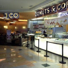 Photo taken at J.Co Donuts & Coffee by Widya S. on 5/19/2015