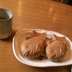 Photo taken at たい焼き  しんや by いぶき on 1/29/2014