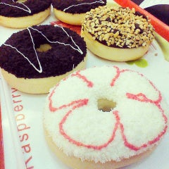 Photo taken at Thế Giới Donut by Cua B. on 4/9/2014