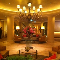 Photo taken at Beverly Hills Hotel by Cuneyt D. on 2/5/2013