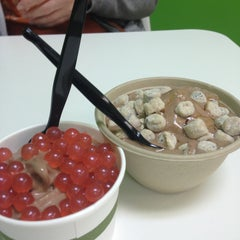 Photo taken at Local Yogurt by Mariel V. on 4/15/2013