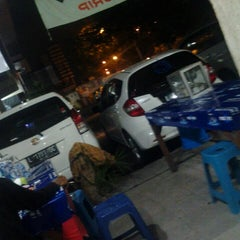Photo taken at Pasar Ikan Hias Gunung Sari by Ella T. on 4/13/2014