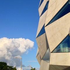 Photo taken at Loja Vodafone by Daniel N. on 5/19/2014