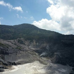 Photo taken at Gunung Tangkuban Parahu by Jovi V. on 7/17/2015