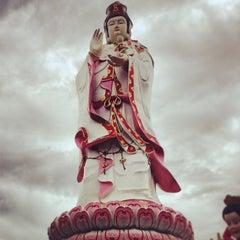Photo taken at วัดสมานรัตนาราม (Wat Samanrattanaram) by Sirinavin on 4/16/2013