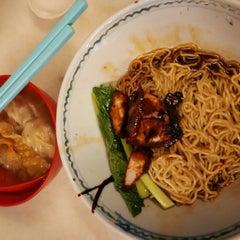 Photo taken at Restoran YiPoh 姨婆老鼠粉 by Lukas on 1/2/2016