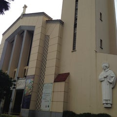 Photo taken at National Shrine of Our Lady of the Holy Rosary of La Naval de Manila (Sto. Domingo Church) by Jon A. on 10/3/2013