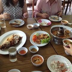 Photo taken at ร้านอาหารปากคลอง ชะอํา by Pornsak T. on 6/7/2013