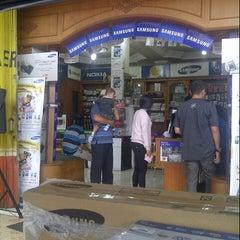 Photo taken at Link Cellular Depan Kantor DPRD Bukittinggi by Martha L. on 12/28/2013