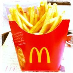 Photo taken at McDonald's & McCafé (แมคโดนัลด์ & แมคคาเฟ่) by Ton T. on 10/6/2012