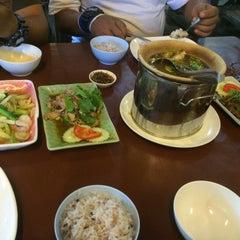 Photo taken at รวมใจไก่ย่าง (Rum Jia Kai Yang) by yoktato on 8/10/2015