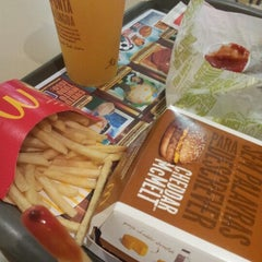 Photo taken at McDonald's by Vitor O. on 10/27/2012