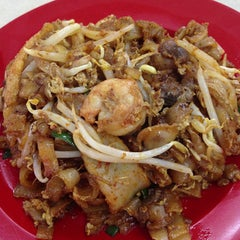 Photo taken at Kedai Makanan & Minuman USJ 2 (USJ 2 美食中心) by Aaron W. on 10/5/2013