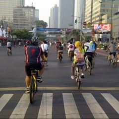 Photo taken at Jalan Jenderal Sudirman by Herry -. on 9/29/2012