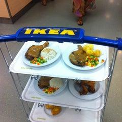 Photo taken at IKEA Restaurant & Café (อิเกีย ร้านอาหารและคาเฟ่) by Apple L. on 7/8/2013