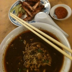 Photo taken at Taiwan Noodle House by Chong C. on 4/19/2013