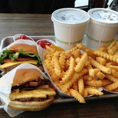 Photo taken at Shake Shack by Rafael S. on 1/11/2013