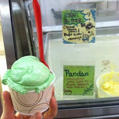 Photo taken at The Original Chinatown Ice Cream Factory 華埠雪糕行 by mich s. on 7/16/2013