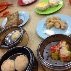 Photo taken at Wong Chow Dim Sum (皇座香港点心) by Yew Yee U. on 12/6/2014