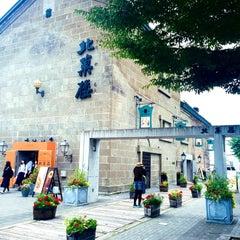 Photo taken at 六花亭 小樽運河店 by Micka C. on 9/21/2015