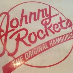 Photo taken at Johnny Rockets by Brunno L. on 11/14/2012