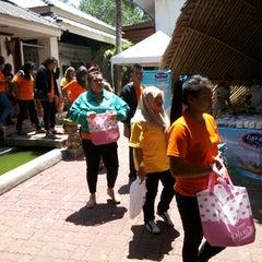 Photo taken at ปากเมงรีสอร์ท (Pakmeng Resort) by นิคม ย. on 4/18/2015