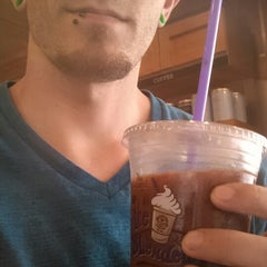 Photo taken at The Coffee Bean & Tea Leaf® by Evan A. on 4/19/2014