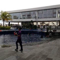 Photo taken at Swimming Pool Mercure by Christian A. on 2/11/2014