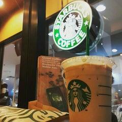 Photo taken at Starbucks (สตาร์บัคส์) by Nat W. on 7/25/2015